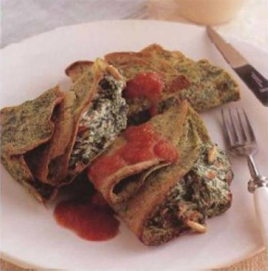 Crêpes farcies aux épinards et sauce tomate