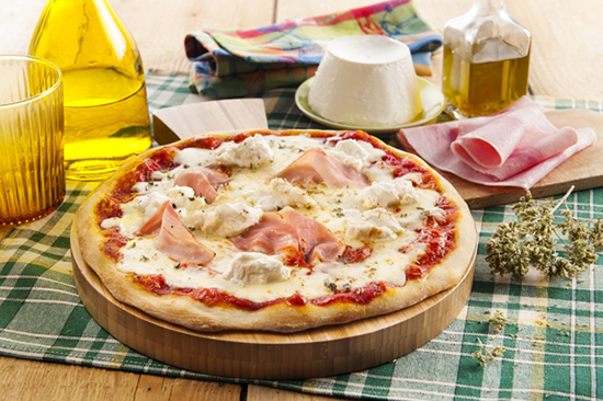 pizza la mozzarella ricotta et jambon recettes italiennes. Black Bedroom Furniture Sets. Home Design Ideas