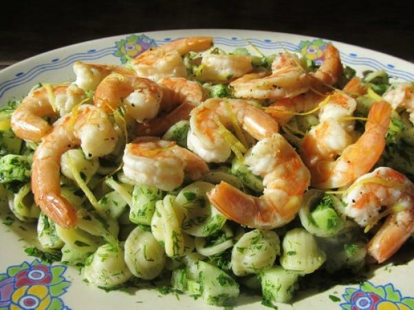 /salade-de-pates-aux-crevettes-et-herbes/