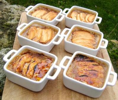Crème brûlée aux carambars et aux pommes