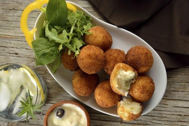 boulettes de pommes de terre fourr es au fromage fondantrecettes italiennes recettes italiennes. Black Bedroom Furniture Sets. Home Design Ideas