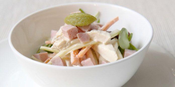 Salade de poulet et des de jambon cuit à la mayonnaise au wasabi