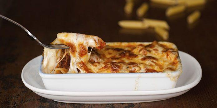 Rigatoni au four à la mozzarella et aux lardons